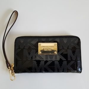 MK Jet Set Travel Multifunction Wallet